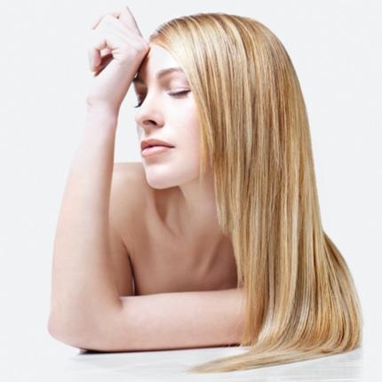Mezzi per crescita di capelli in una farmacia per risposte di donne