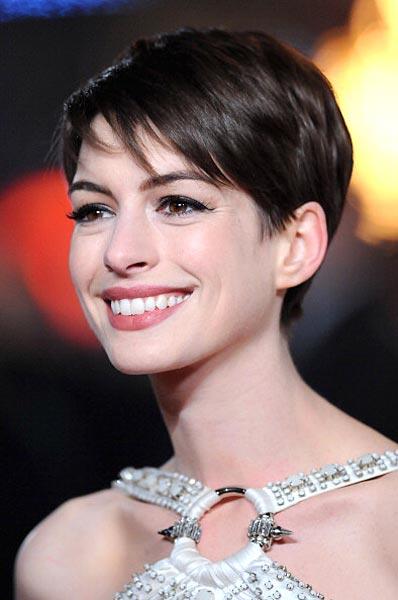 Tutti I Look Di Anne Hathaway Personaggi Famosi Gossip E Foto Vip
