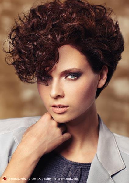 Estremamente Acconciature e tagli per capelli ricci - Tendenze Capelli: le  JN41