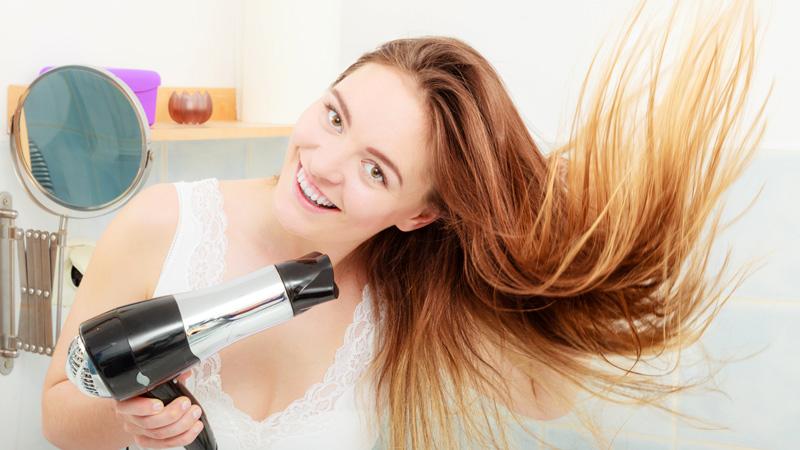 Come asciugare i capelli di media lunghezza