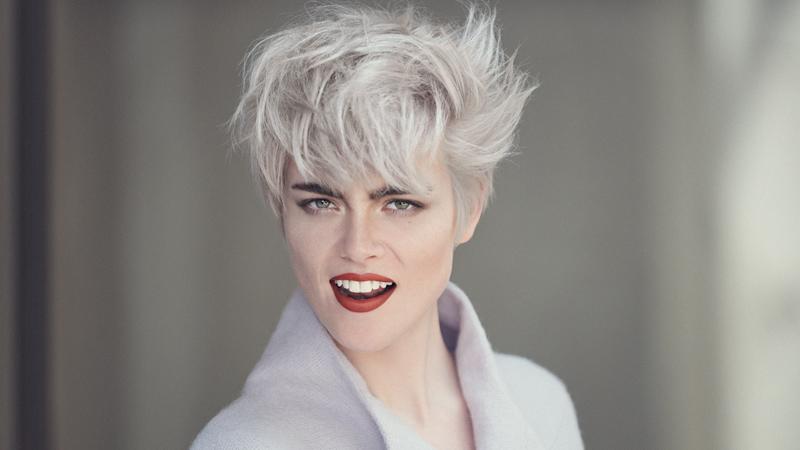 Taglio corto con capelli bianchi