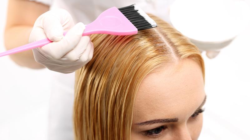 Le cose da sapere prima di tingere i capelli info e - Tinta su capelli bagnati o asciutti ...