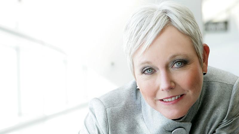 Capelli bianchi donna  come trattare il Total White Look - Info e ... fae199298288